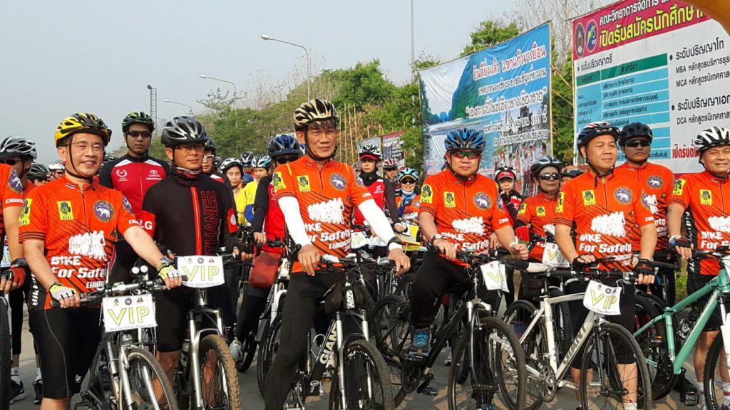 Chiang Rai Governor Boonsong Techamanisatit led more than 1,000 participants in the Bike for Safety cycling activity