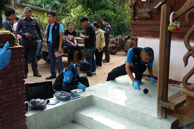 Forensic police collect evidence at the house of a 14-year-old girl strangled in Phitsanulok's Nakhon Thai district. (Photo by Chinnawat Singha)