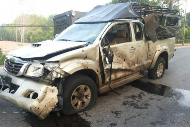 A military pickup was damaged by the bomb. (Photo by Abdulloh Benjakat)
