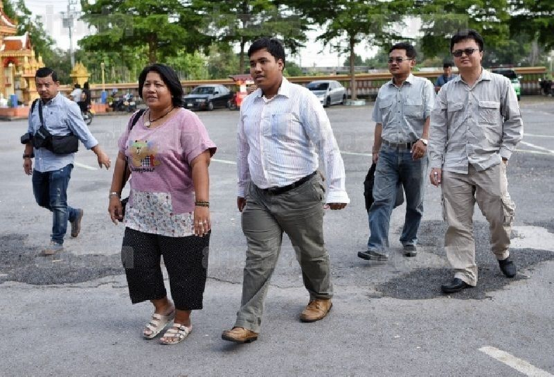 Patnaree Chankij and her son Sirawith Seritiwat arrive for a meeting with military representatives at a temple in Bangkok in 2015 - Khaosod Photo