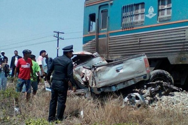 Passenger Train Slams into Pick-up Killing Family of Four in Phetchaburi, Thailand