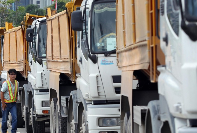 The group,blocked the border pass with 10 trucks resulting in traffic jams