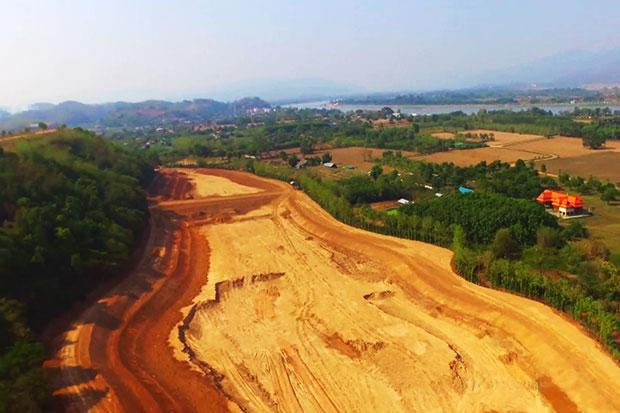 An aerial view of the construction site for the world's tallest pole for the Thai national flag project in Chiang Rai's Chiang Saen district. (Photo by Cheewin Sattha)