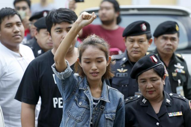 Student activist Chonthicha Jangrew arrives at the Thai military court in after being arrested in Bangkok, Thailand, January 21, 2016.  REUTERS/Athit Perawongmetha
