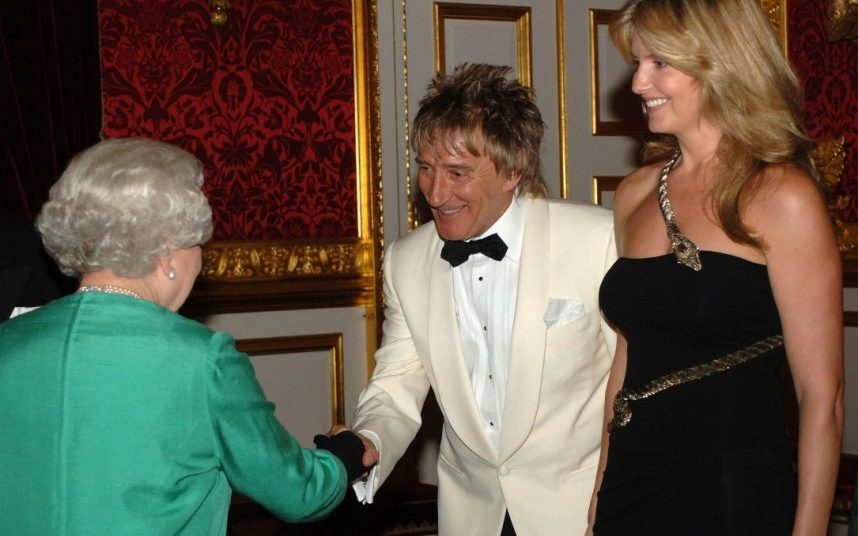 Rod Stewart and his wife Penny Lancaster meet the Queen in 2007