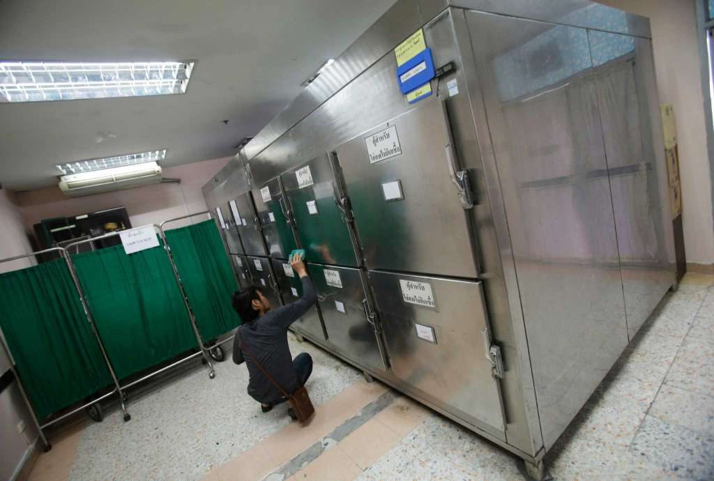 A Thai man convicted of drunk drinking cleans Mortuary cabinets for non-infected bodies at Taksin Hospital in Bangkok,