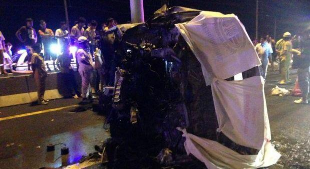 The wreckage of the van after the accident that killed 11 people inside. Police said the vehicle flipped over and caught on fire following a tyre burst on the Chon Buri-Bangkok Motorway in Chon Buri province late on Friday. Photo: FM91 traffic / Facebook
