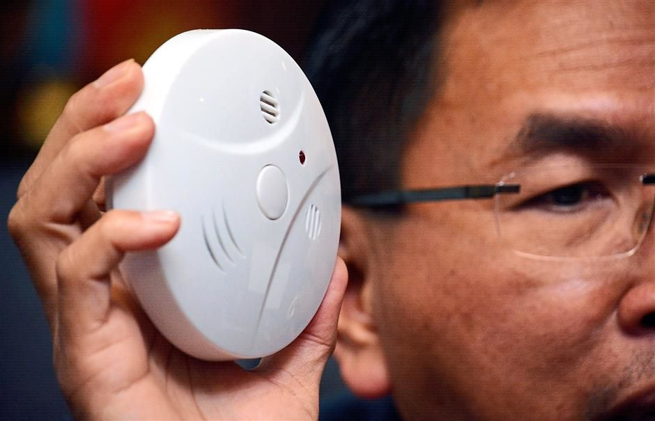 The two agencies and the National Fire Protection Association (NFPA) suggested that schools and dormitories install smoke alarms which can detect smoke and send out a signal within 60 seconds.
