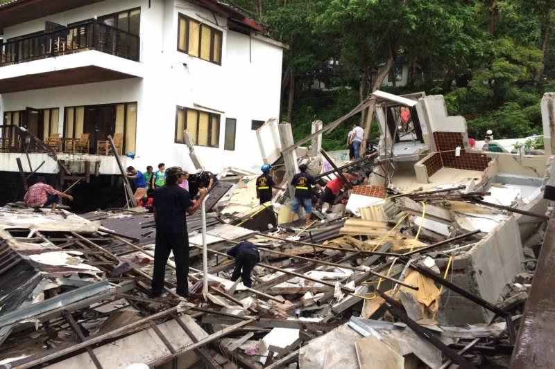 Hotel block at Siam Beach Resort, Koh Chang collapsed this morning after heavy rain. Reports of one dead