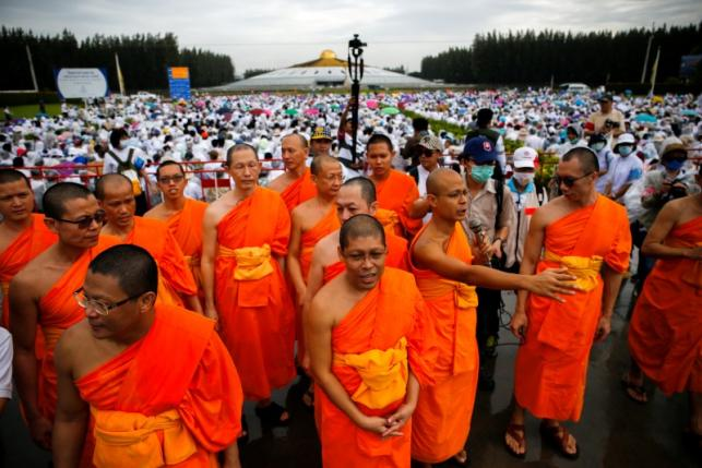 Devotees Shield 72 Year-Old Abbot Phra Dhammachayo from Thai Police