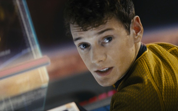 Anton Yelchin, who was best known for playing Chekov in the new Star Trek films, has been killed by his own car at his home in Los Angeles, police say.
