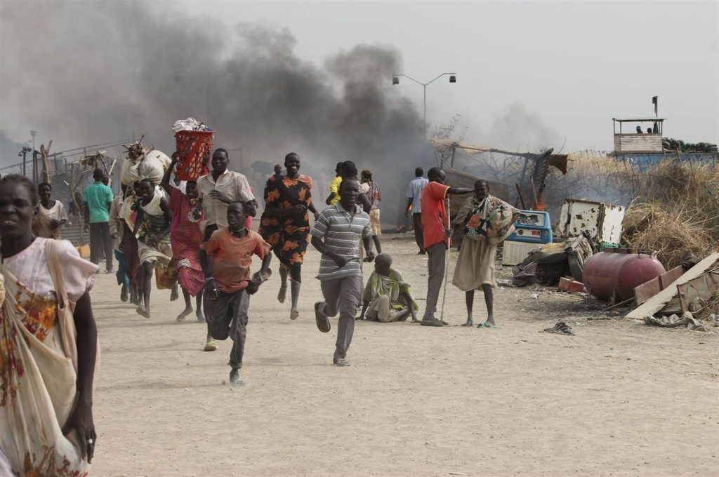 South Sudanese civilians flee fighting in an United Nations base in the northeastern town of Malaka