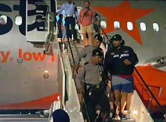 Six Australian's were escorted off the plane in Bali for a drunken brawl.
