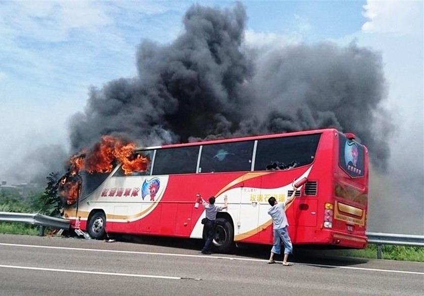 A tourist coach caught fire on a highway near Taoyuan Airport on Tuesday, killing 26 people on board