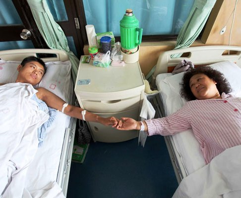 Chiang Rai Man Donates his Kidney to his Mother for Mothers Day