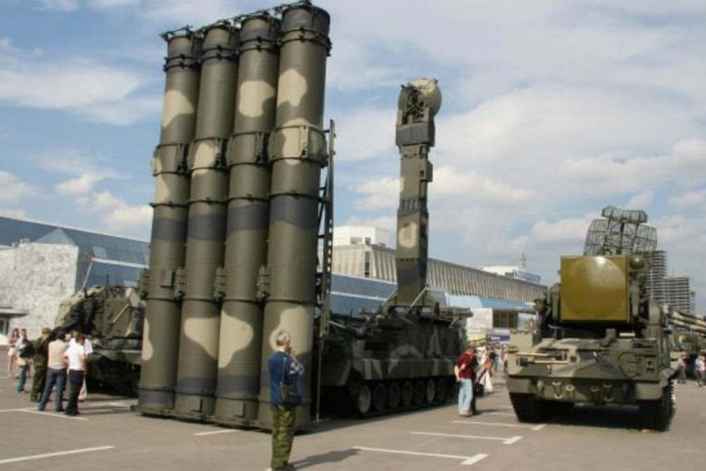 The first delivery of the Russian S-300 surface-to-air missile system has arrived in Iran, the country's Foreign Ministry has announced