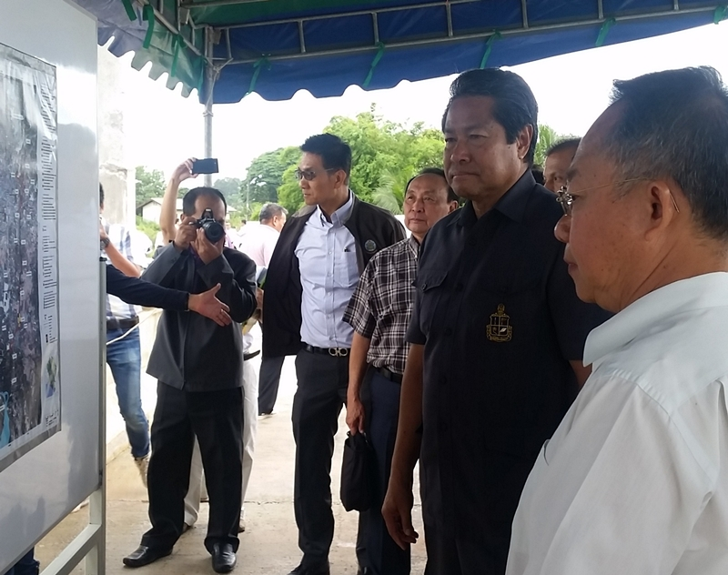His Majesty's Most Honorable Privy Councillor Palakorn Suwannarat and his entourage visited the construction of Chanthaburi Flood Alleviation Project
