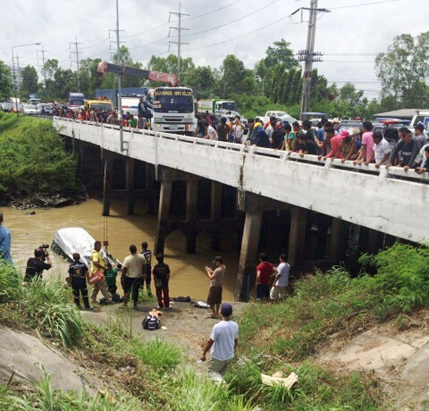 British Tourists Injured, Thai Guide Killed after Caravan Plunges into Canal in Rayong, Thailand