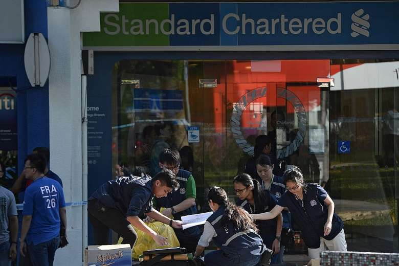 Roach aledgidly strolled into the Standard Chartered branch around lunchtime and handed staff a note with his demands. He got away with S$30,000 (780,000 baht) in cash.