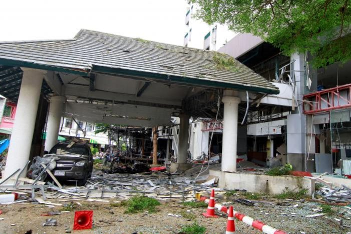Two Bombs Explode Outside Southern Thailand Hotel, One Dead, 29 Wounded
