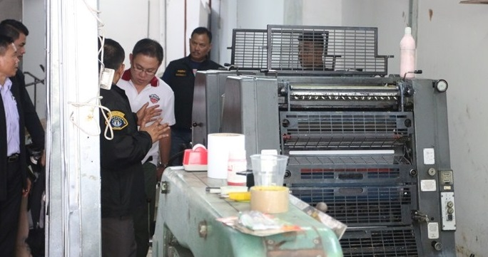 Police found printing plates used to produce and churn out bogus Thai baht, US dollars, and Laotian kip