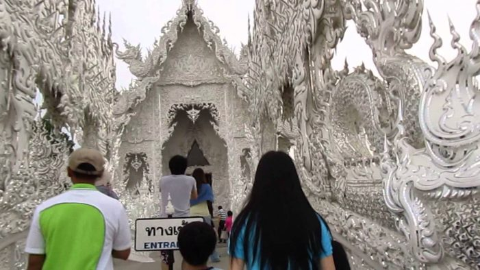 Chiang Rai's White Temple to Charge Foreigners Entrance Fee, While Thai Citizens are Free