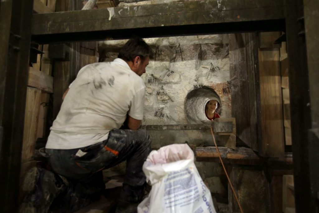 Greek preservation experts work to strengthen the Adicule surrounding the Tomb of Jesus, where his body is believed to have been laid, as part of conservation work done by the Greek team in Jerusalem Gali Tibbon, AFP read more: http://www.haaretz.com/israel-news/.premium-1.749780
