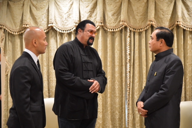 Hollywood Star Steven Segal Meets with Thai PM and Pays Tribute to His Majesty the King