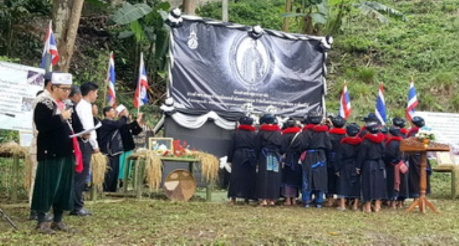 Ethnic Groups in Mae Chan Express Condolences to Late King