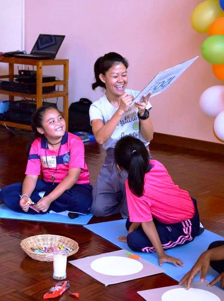 school-kids-draw-images-of-peace-at-museflower-retreat-spa-chiang-rai