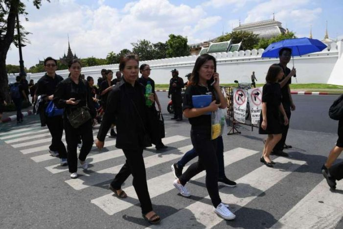 Tourism Authority of Thailand asks Tourists to Wear Resectful Attire