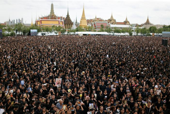 Mourners gather outside of the Grand Palace to sing for a recording of the royal anthem in honour of Thailand's late King Bhumibol Adulyadej, in Bangkok, Thailand, October 22, 2016. Photo - Jorge Silva