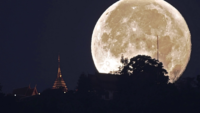 Super Moon for Loy Krathong, Biggest and Brightest in Nearly 70 Years