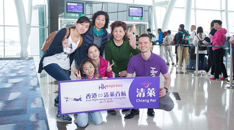 HK Express Commercial Director Luke Lovegrove (far right) met with guests at the boarding gate to welcome them aboard the first flight to Chiang Rai.