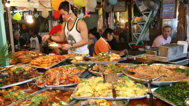 Top Tips of a Cruising Couple For Eating In Thailand