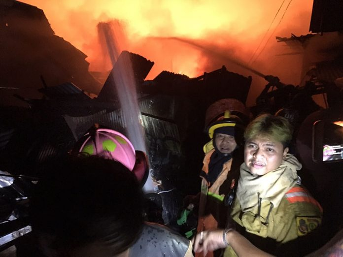 Bangkok Police Investigate after Fire Destroys 30 Homes in the Impoverished Khlong Toei District