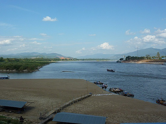 Mekong Shipping Hindered by Unusually Low Water Levels in Chiang Rai