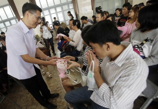 Thailand's Department of Health Hands out Prenatal Vitamins on Valentines Day
