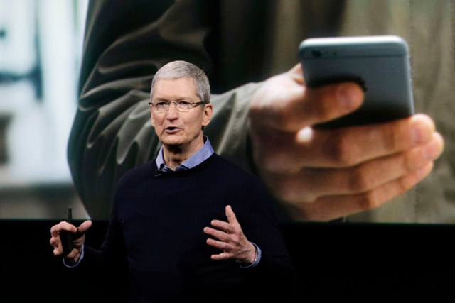 Apple CEO Tim Cook Say's Fake News is Killing People's Minds