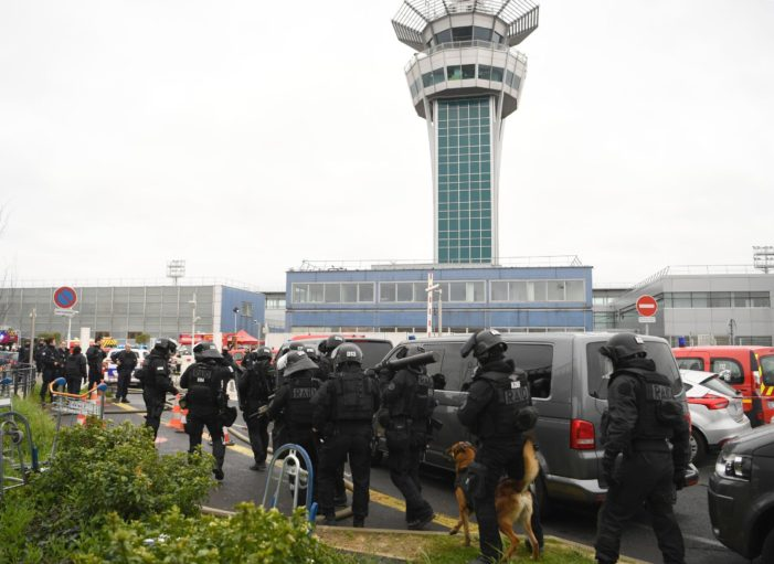 Man Shot and Killed after Seizing Soldiers Weapon at Paris' Orly Airport