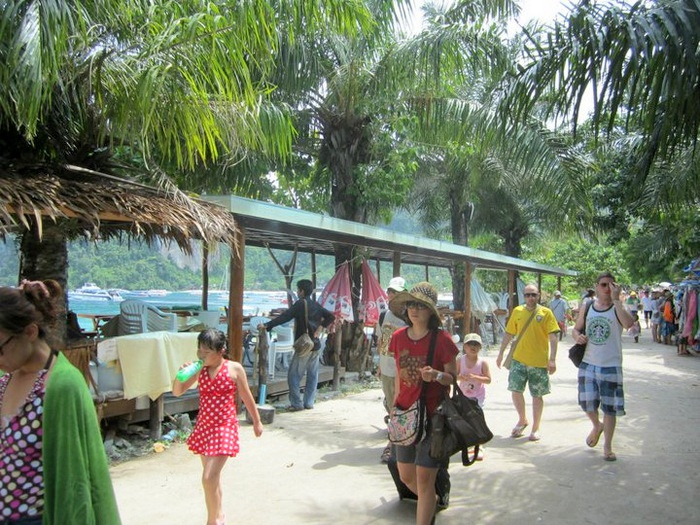Thailand to Collect Bt400 National Park Entrance Fee from Foreigners