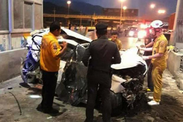 Speeding Driver Dies after Crashing into Toll Booth on Highway to Bangkok