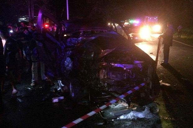 Father and Son from UK Killed in Head-on-Crash with Trailer Truck in Surat Thani