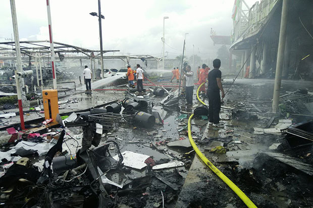 Thirty Seven People Injured After Bombs Explode at Big C in Pattani Thailand