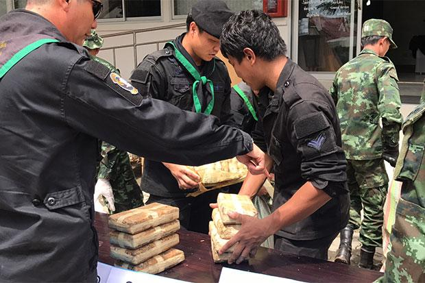 Police and Pha Mueang Taskforce Arrested Three Men with 100,000 Meth Pills