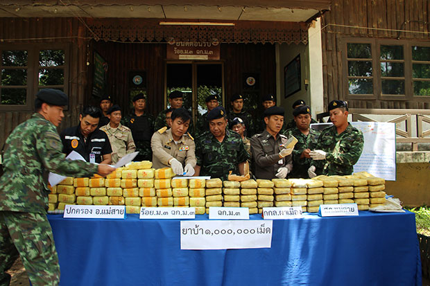 Pha Muang Task Force Recovers Drugs Abandoned by Drug Runners in Mae Sai