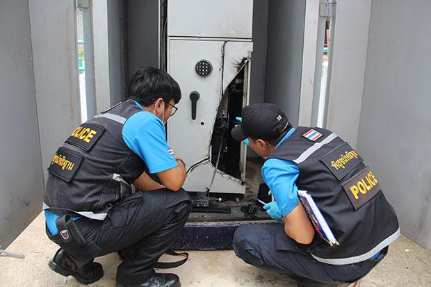 Robber Cut Open ATM Machine with Gas Torch, Stealing 2 Million Baht