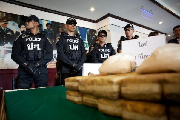 Drug Runner Flees Authorizes in Thoeng District of Chiang Rai, Abandoning Over 4 Million Meth Pills