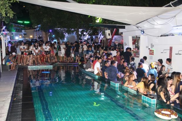 Thai Police and Soldiers Raid Pattaya Pool Party