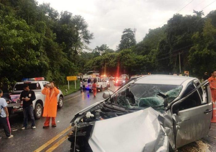11 Chinese Tourists Injured after Truck Crashes into Van in Chiang Mai